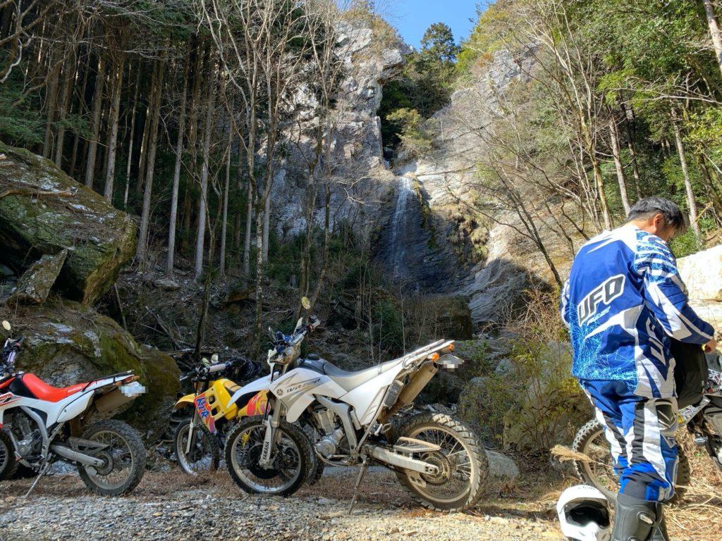 林道途中の滝